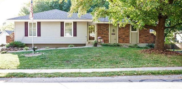 1509 SW 11th Street, Blue Springs, MO 64015 (#2247946) :: Dani Beyer Real Estate