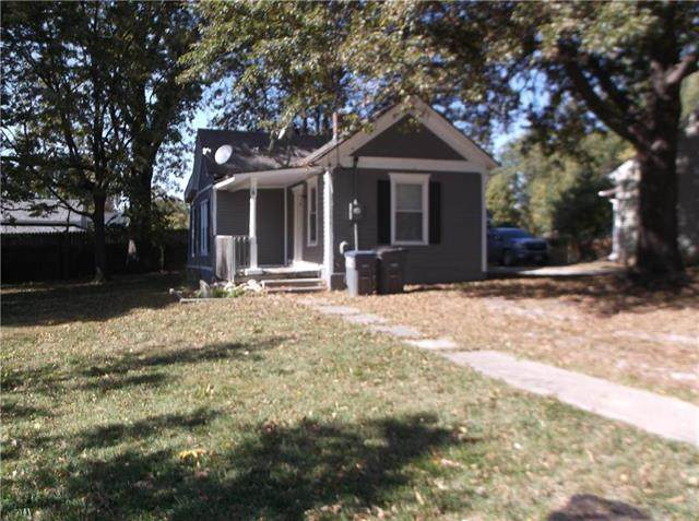 704 Green Street, Harrisonville, MO 64701 (#2248031) :: Beginnings KC Team
