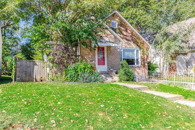 7326 Tracy Avenue, Kansas City, MO 64131 (#2248202) :: Edie Waters Network