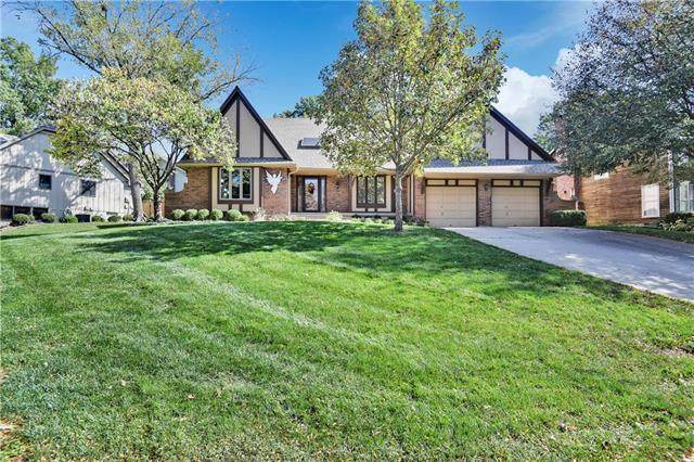 11507 Hardy Street, Overland Park, KS 66210 (#2248211) :: Dani Beyer Real Estate