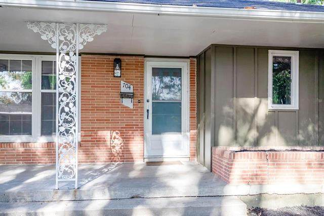 704 SW 4th Terrace, Lee's Summit, MO 64063 (#2248261) :: Dani Beyer Real Estate