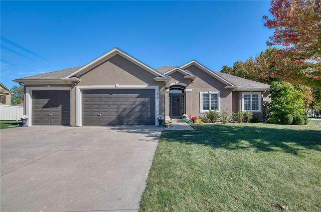 5101 S Brittany Drive, Blue Springs, MO 64015 (#2248319) :: Beginnings KC Team