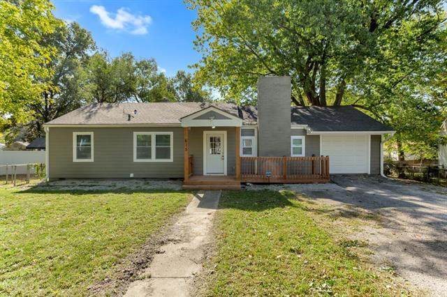 615 NE 45th Terrace, Kansas City, MO 64116 (#2248430) :: Austin Home Team