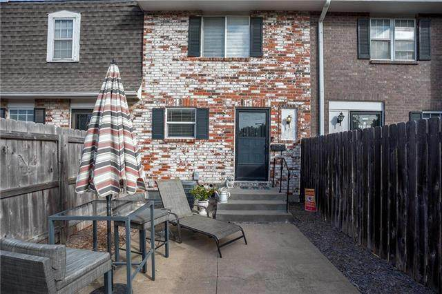 8626 W 85th Street, Overland Park, KS 66212 (#2248491) :: House of Couse Group