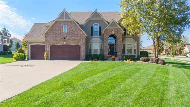 2933 SW Lewis Circle, Lee's Summit, MO 64081 (#2248502) :: The Shannon Lyon Group - ReeceNichols