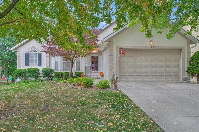 1122 SW Santa Fe Drive, Lee's Summit, MO 64081 (#2248535) :: Dani Beyer Real Estate