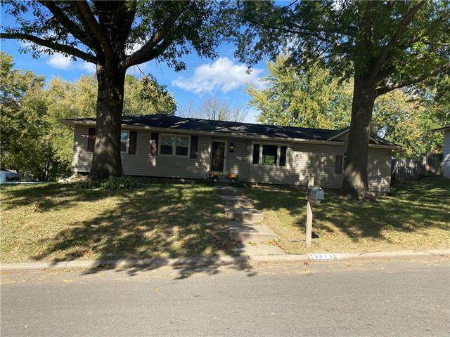 3213 Grandview Drive, St Joseph, MO 64503 (#2248562) :: House of Couse Group