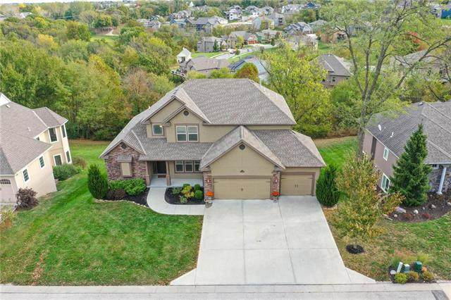 10480 Chateau Lane, Parkville, MO 64152 (#2248592) :: Edie Waters Network