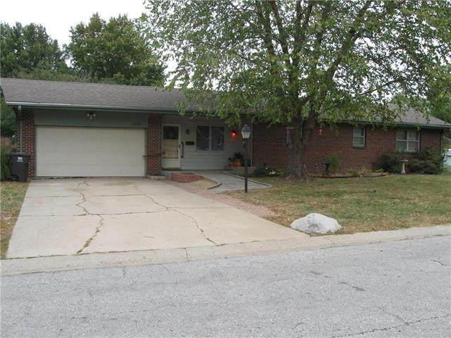 15716 E 25th Street, Independence, MO 64055 (#2248770) :: Edie Waters Network