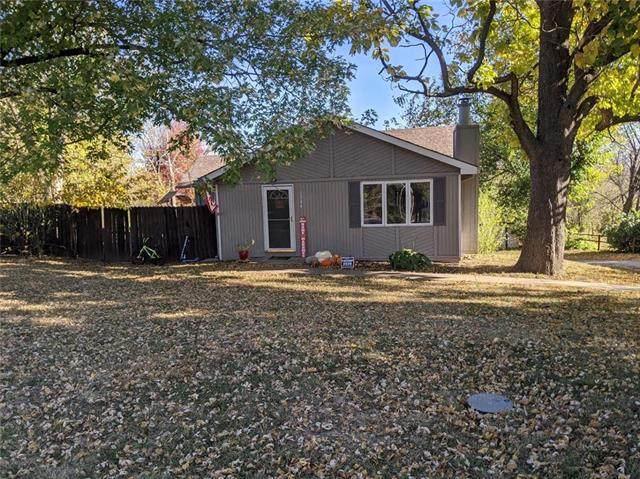 1304 NE 88th Street, Kansas City, MO 64155 (#2248794) :: The Shannon Lyon Group - ReeceNichols