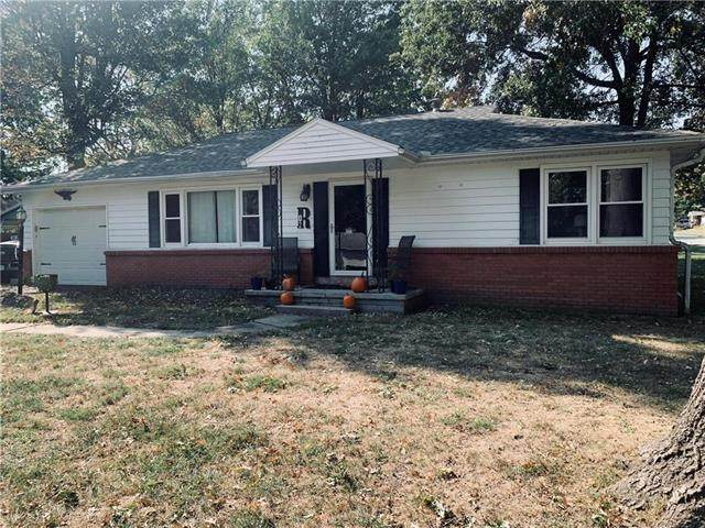 302 S 11th Street, Savannah, MO 64485 (#2248809) :: Edie Waters Network