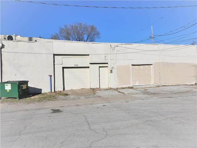 792 S 11th Street, Kansas City, KS 66105 (#2248810) :: The Gunselman Team