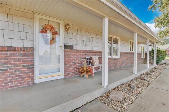 13815 W 62 Street, Shawnee, KS 66216 (#2248911) :: The Kedish Group at Keller Williams Realty