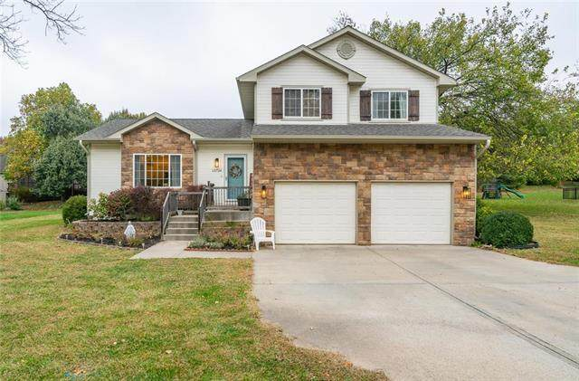 13724 W 83rd Street, Lenexa, KS 66215 (#2248984) :: House of Couse Group