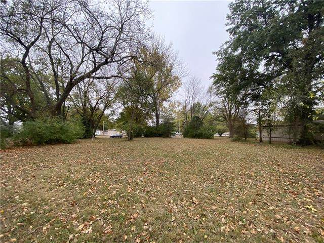923 E 9th Street, Ottawa, KS 66067 (#2249014) :: Five-Star Homes