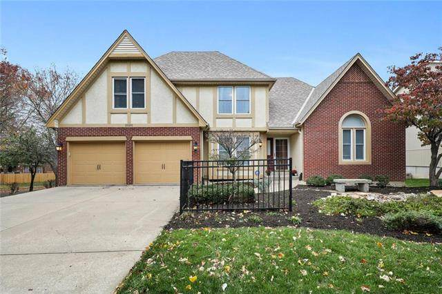 15201 Outlook Street, Overland Park, KS 66223 (#2249054) :: Five-Star Homes