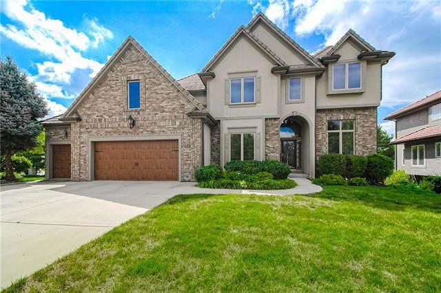 9016 Pine Street, Lenexa, KS 66220 (#2249120) :: Austin Home Team