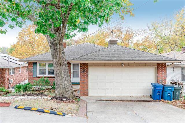 515 NW North Shore Drive, Lake Waukomis, MO 64151 (#2249132) :: Dani Beyer Real Estate
