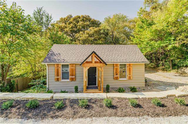 1350 Main Street, Parkville, MO 64152 (#2249222) :: Jessup Homes Real Estate | RE/MAX Infinity
