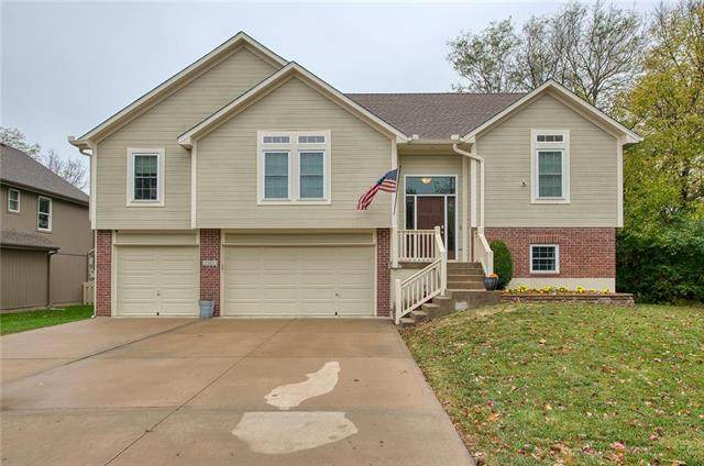 2300 SW Pheasant Trail, Lee's Summit, MO 64082 (#2249223) :: Austin Home Team
