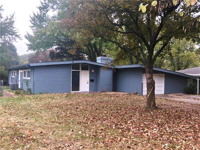 1209 NE 66th Street, Kansas City, MO 64118 (#2249236) :: The Shannon Lyon Group - ReeceNichols
