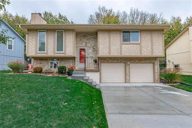 13017 S Brougham Drive, Olathe, KS 66062 (#2249238) :: The Kedish Group at Keller Williams Realty