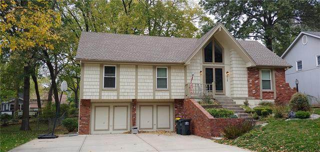 6725 NW Mirror Lake Terrace, Parkville, MO 64152 (#2249261) :: Edie Waters Network