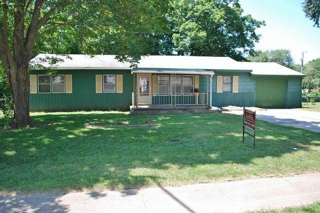 10906 Bennington Avenue, Kansas City, MO 64134 (#2249271) :: The Gunselman Team