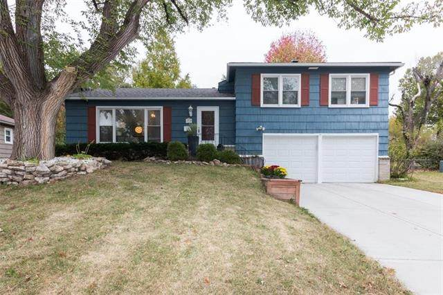 5710 W 100th Terrace, Overland Park, KS 66207 (#2249333) :: The Kedish Group at Keller Williams Realty