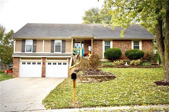 14507 W 68th Terrace, Shawnee, KS 66216 (#2249411) :: Ron Henderson & Associates