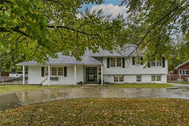 3400 S Crysler Avenue, Independence, MO 64055 (#2249469) :: House of Couse Group
