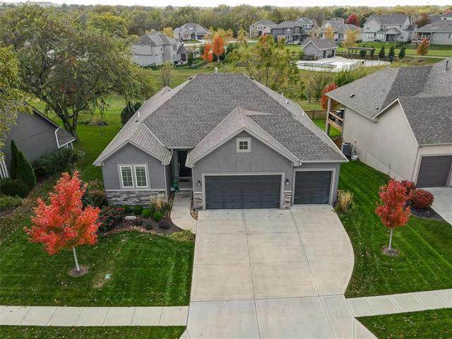 6030 Marion Street, Shawnee, KS 66218 (#2249473) :: House of Couse Group