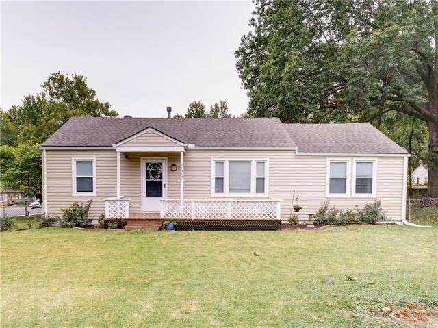 11203 W 68th Terrace, Shawnee, KS 66203 (#2249495) :: House of Couse Group