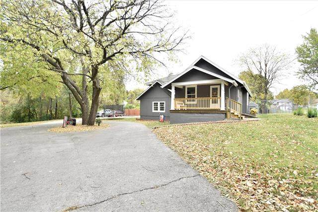 9504 W 49th Terrace, Merriam, KS 66203 (#2249498) :: Ron Henderson & Associates