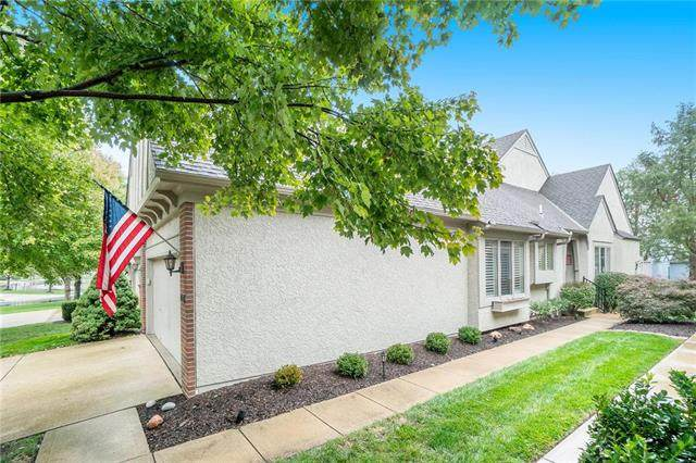 7305 W 144th Place, Overland Park, KS 66223 (#2249552) :: The Shannon Lyon Group - ReeceNichols