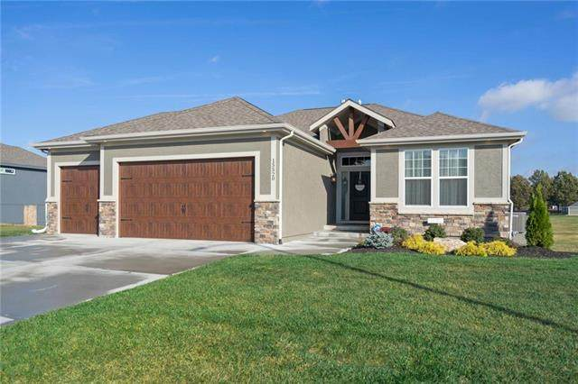 15520 Lakeside Drive, Basehor, KS 66007 (#2249563) :: Austin Home Team