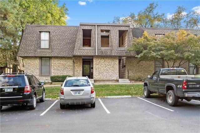 7416 W 102nd Court, Overland Park, KS 66202 (#2249603) :: Edie Waters Network