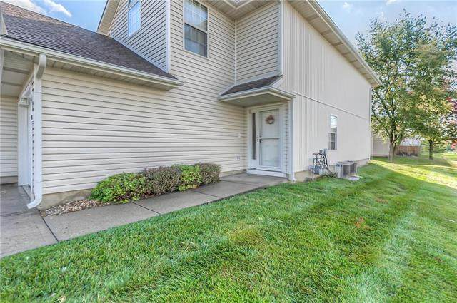 711 SE 13th Street, Lee's Summit, MO 64081 (#2249604) :: House of Couse Group