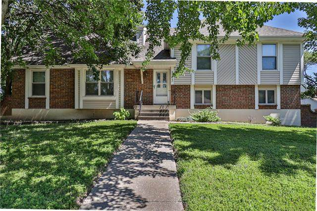 313 SE Brentwood Drive, Lee's Summit, MO 64063 (#2249619) :: House of Couse Group