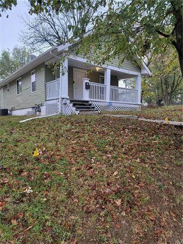 5510 Paloma Avenue, Kansas City, MO 64138 (#2249626) :: House of Couse Group