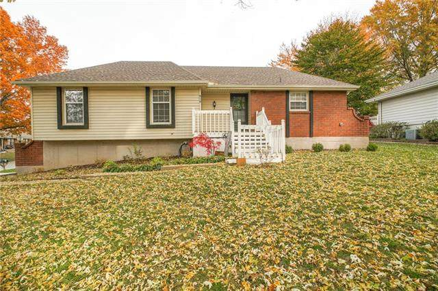 916 SW 18th Street, Blue Springs, MO 64015 (#2249651) :: House of Couse Group