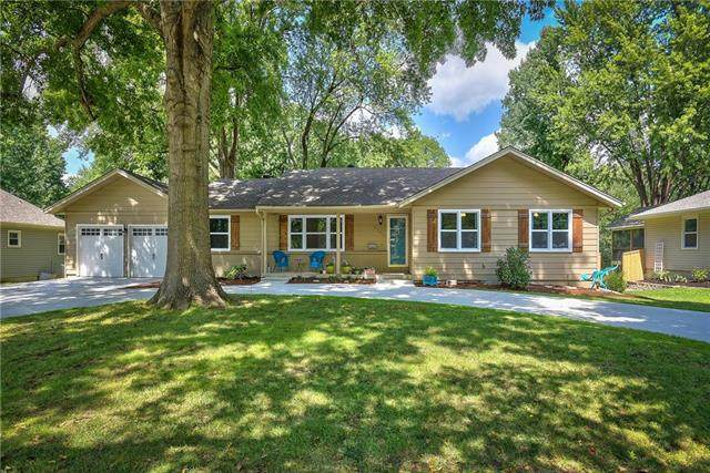 4100 W 99th Street, Overland Park, KS 66207 (#2249681) :: The Gunselman Team