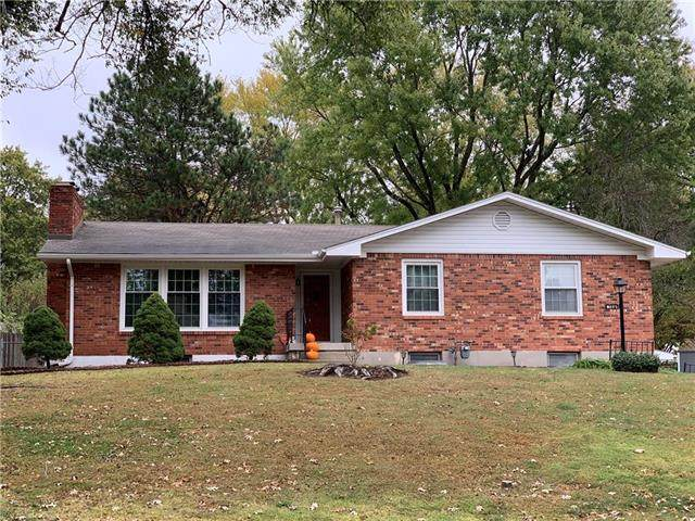 2823 Berry Lane, Independence, MO 64057 (#2249730) :: Edie Waters Network