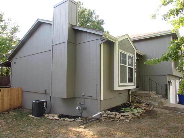 1369 North Ridge Parkway, Olathe, KS 66061 (#2249769) :: House of Couse Group