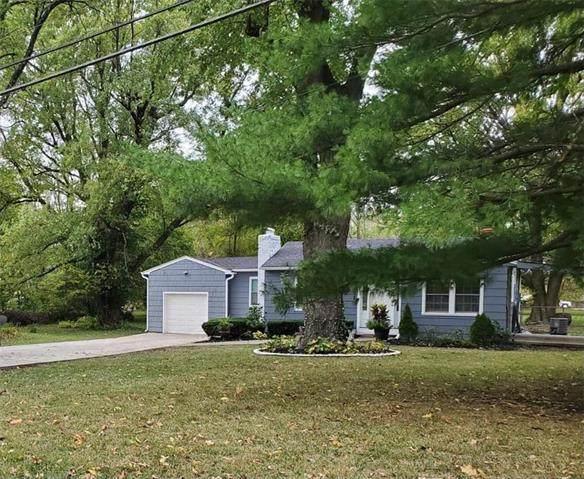 7102 James A Reed Road, Kansas City, MO 64133 (#2249837) :: Dani Beyer Real Estate