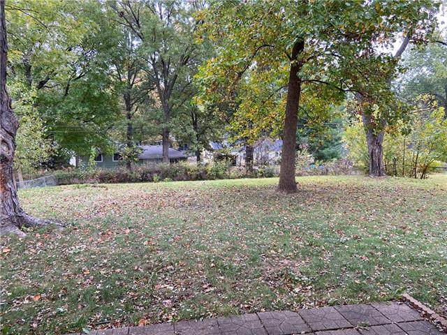 4847 NE Chouteau Drive, Kansas City, MO 64119 (#2249852) :: The Shannon Lyon Group - ReeceNichols