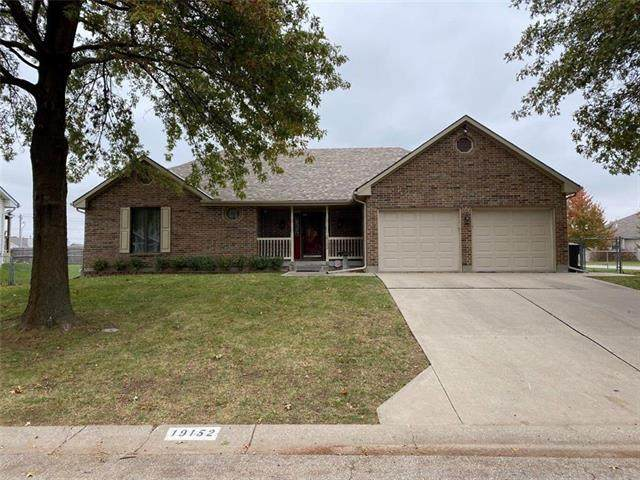 19152 E 15th Street, Independence, MO 64056 (#2249883) :: House of Couse Group