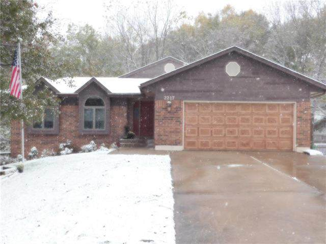 2217 SW 19th St Terrace, Blue Springs, MO 64015 (#2250091) :: The Shannon Lyon Group - ReeceNichols