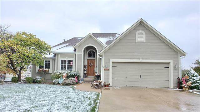 605 W Olive Street, Raymore, MO 64083 (#2250170) :: Five-Star Homes