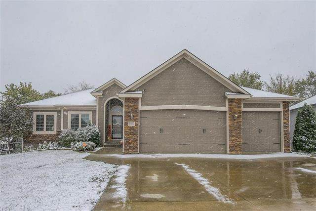 1403 NW Cottonwood Drive, Grain Valley, MO 64029 (#2250176) :: The Shannon Lyon Group - ReeceNichols
